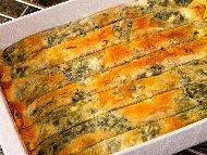 Домашна вита баница от готови кори със замразен спанак, праз лук, сирене и булгур